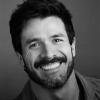 Tiago Cardoso - especializado em corte e coloração - está de casa nova